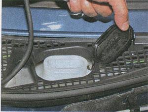 горловина бачка Renault Logan, горловина бачка Renault Sandero