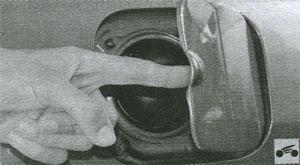откидная крышка топливного бака Renault Logan
